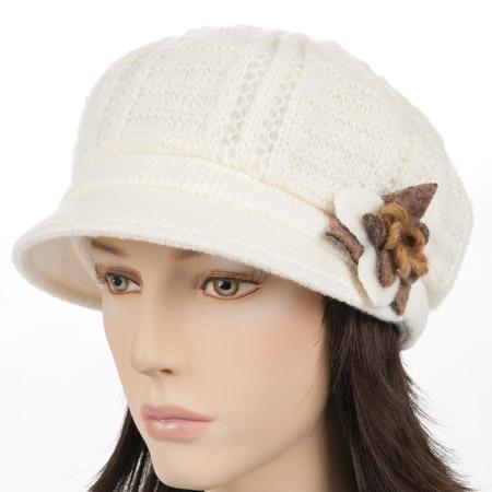 Cappello alla monello lavorato a maglia da donna con una piccola  applicazione 040e293592eb