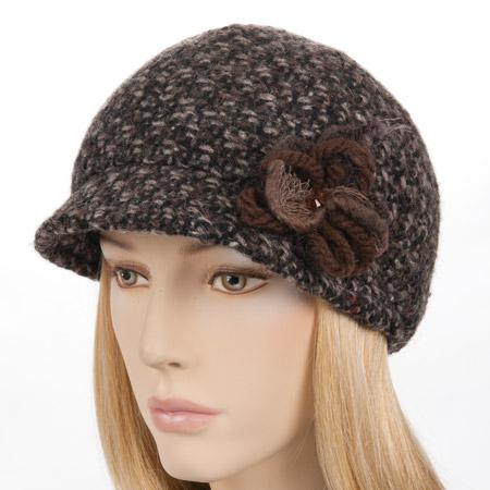 Cappello alla monello da donna con un  elegante applicazione floreale ad880e5cbf43