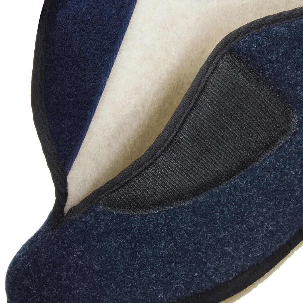 ... Comoda pantofola per la casa con chiusura in velcro realizzata in 100%  pura lana d8938ce2651a