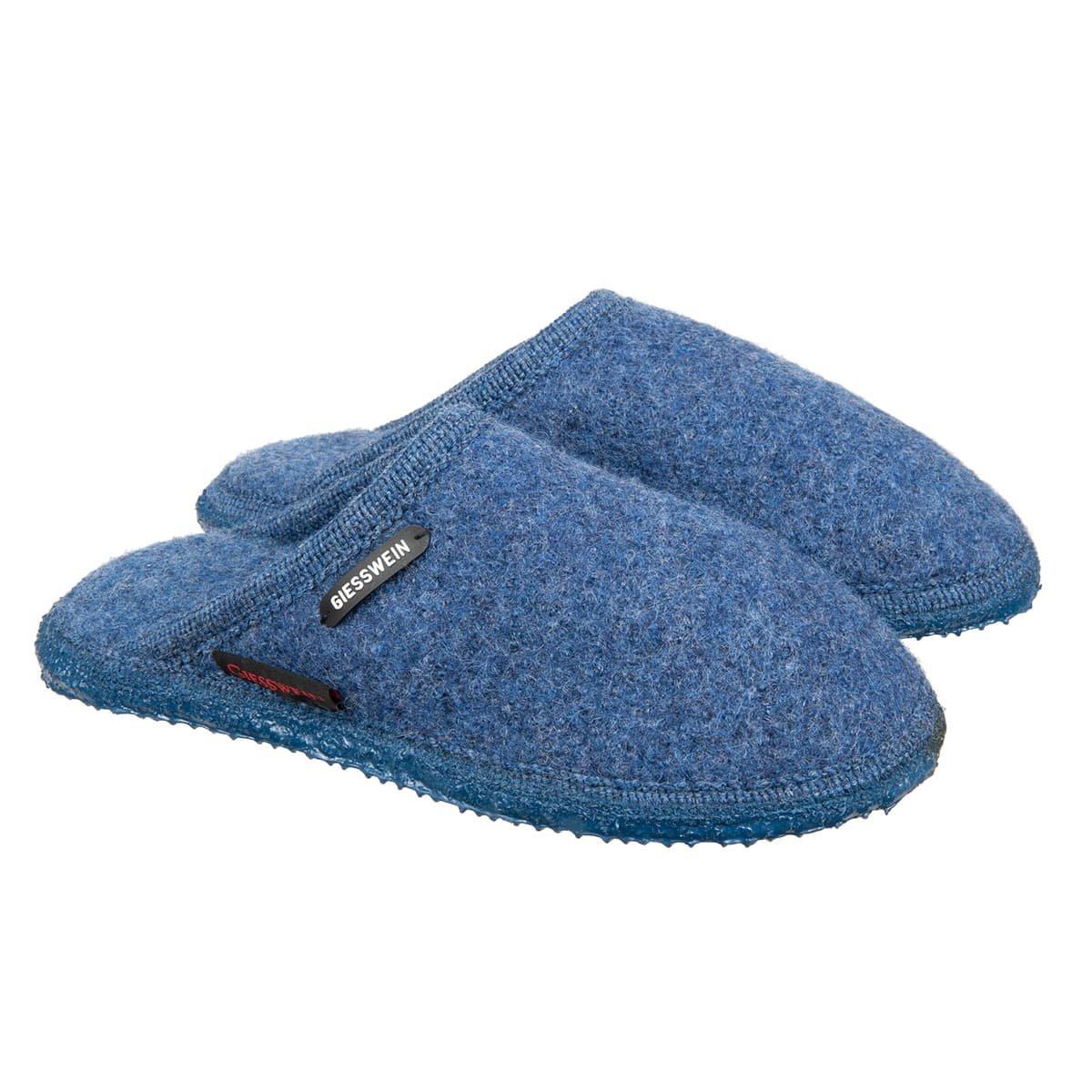 5e766d427709a1 Pantoffeln von Giesswein Modell Tino mit flachem Einstieg und rutschfester  Sohle - Bestseller!