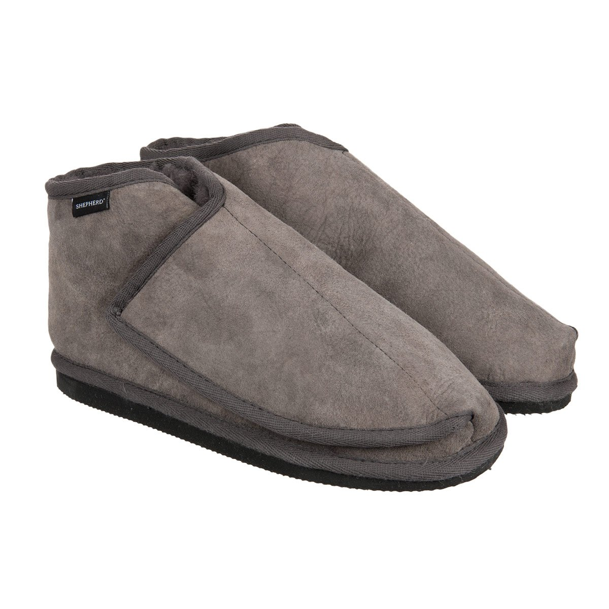 31087c4c0 Slippers in sheepskin by Denise Shepherd with wide entrance