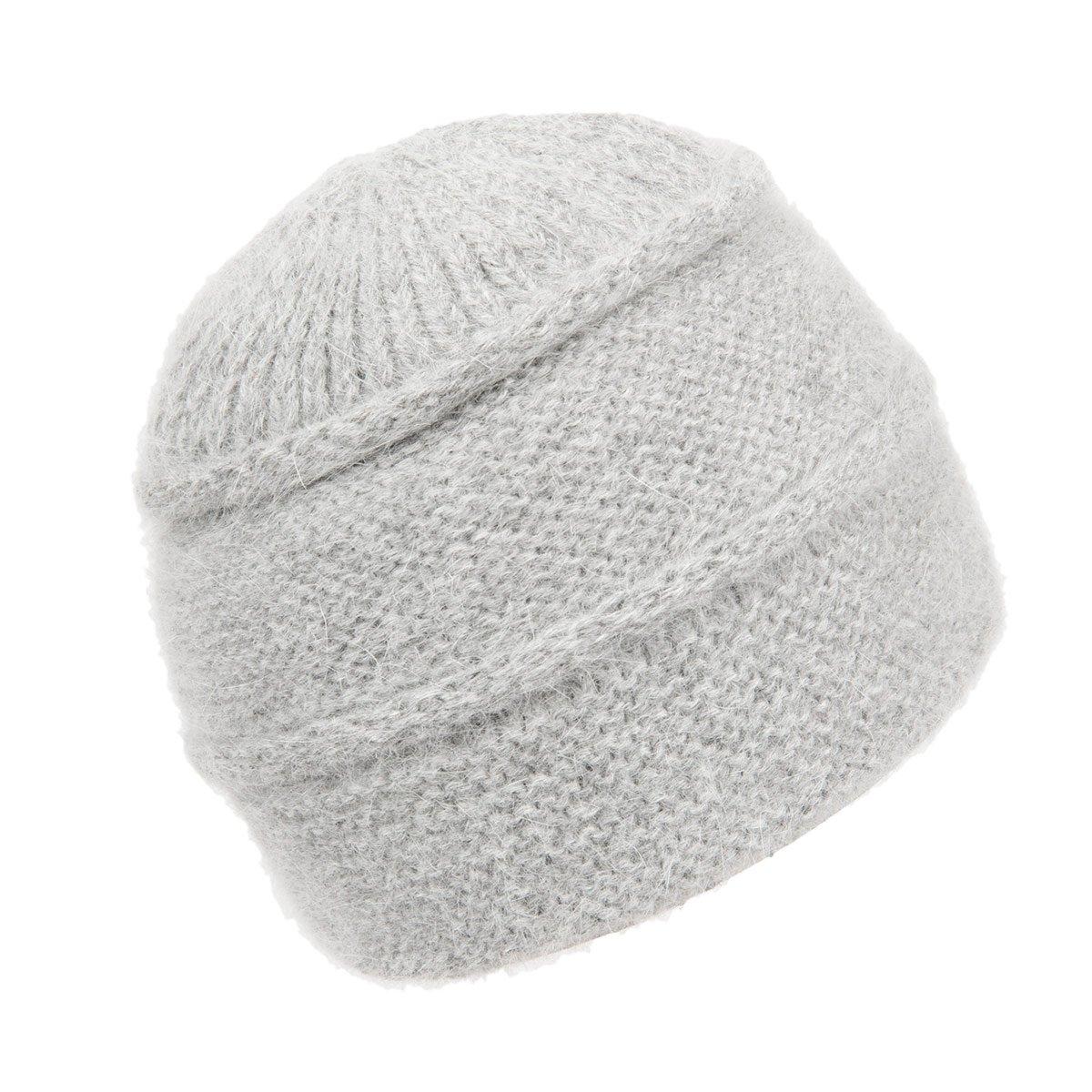 Morbido cappello lavorato a maglia con molta lana d  angora 45925123fc86