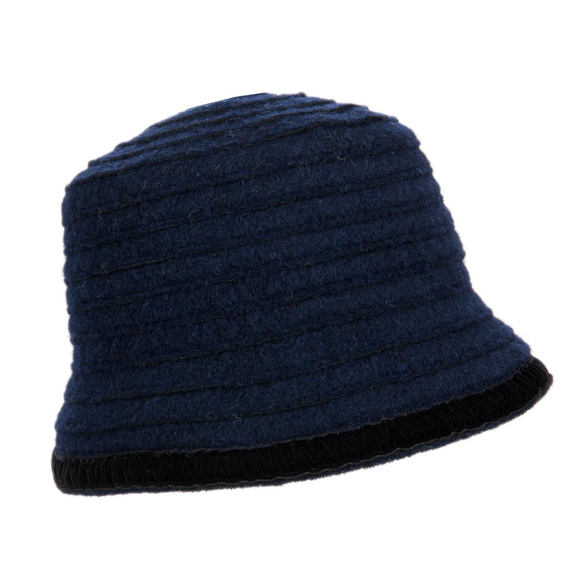 cappello di lana da donna con decorazione in veluto 0ade548001d4